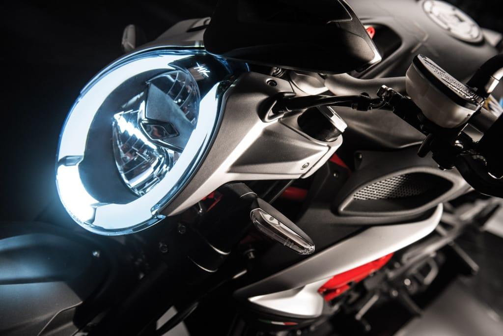 De LED-koplamp is de perfecte vertegenwoordiging van het luxe-concept.