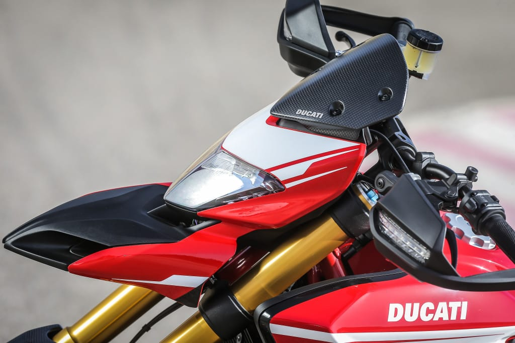 Love it or hate it, maar de vogelbeksmoel van de Hypermotard is iconisch in z'n eigen recht.