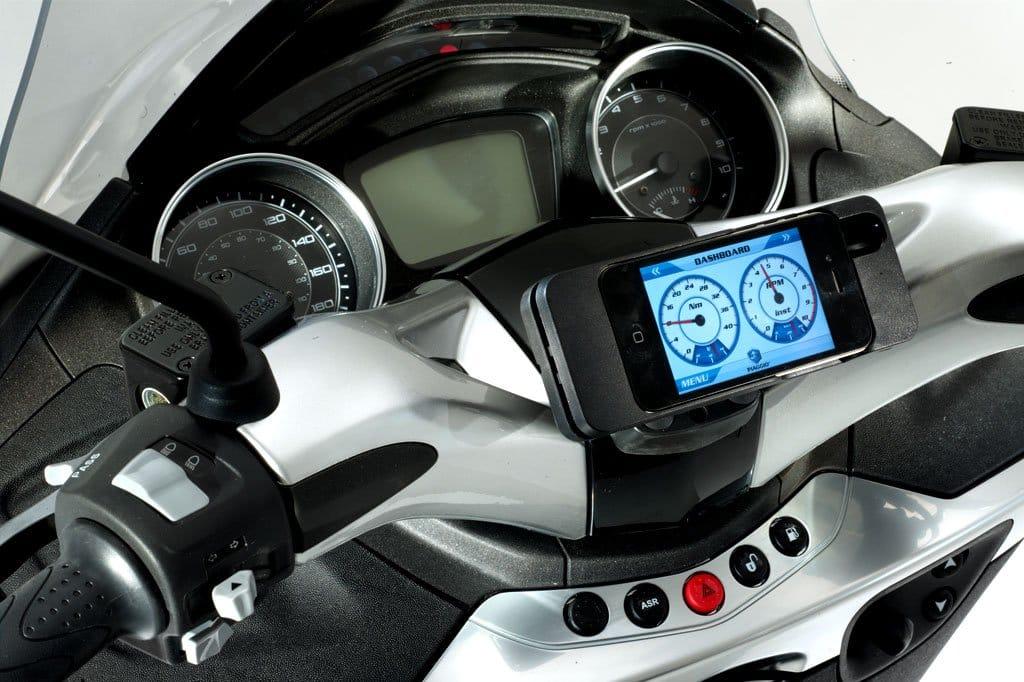 Piaggio kwam in 2013 al op de proppen met een Multimedia Platform dat smartphone en dashboard combineert.