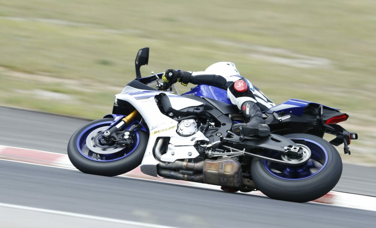 De R1 is m'n favorietje van deze test...al liggen de motoren érg dicht bij elkaar.