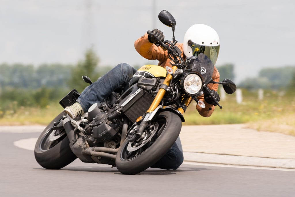 #jeansdown. Best niet te veel proberen en enkel op mooi glad asfalt.