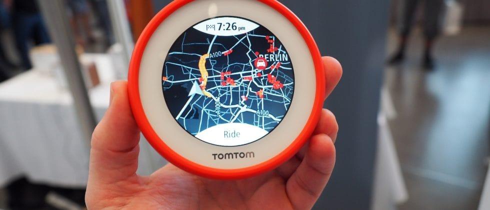 De TomTom VIO is compact en staat in verbinding met je smartphone.