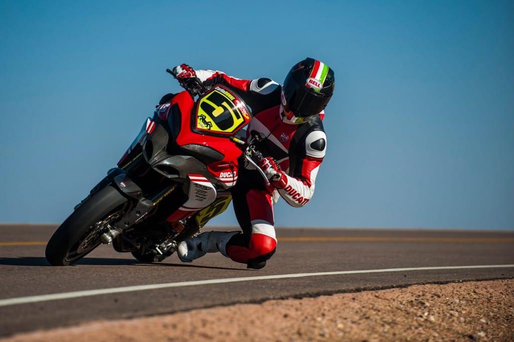 De Ducati marketingmachine draagt ieder jaar haar steentje bij in Pikes Peak.