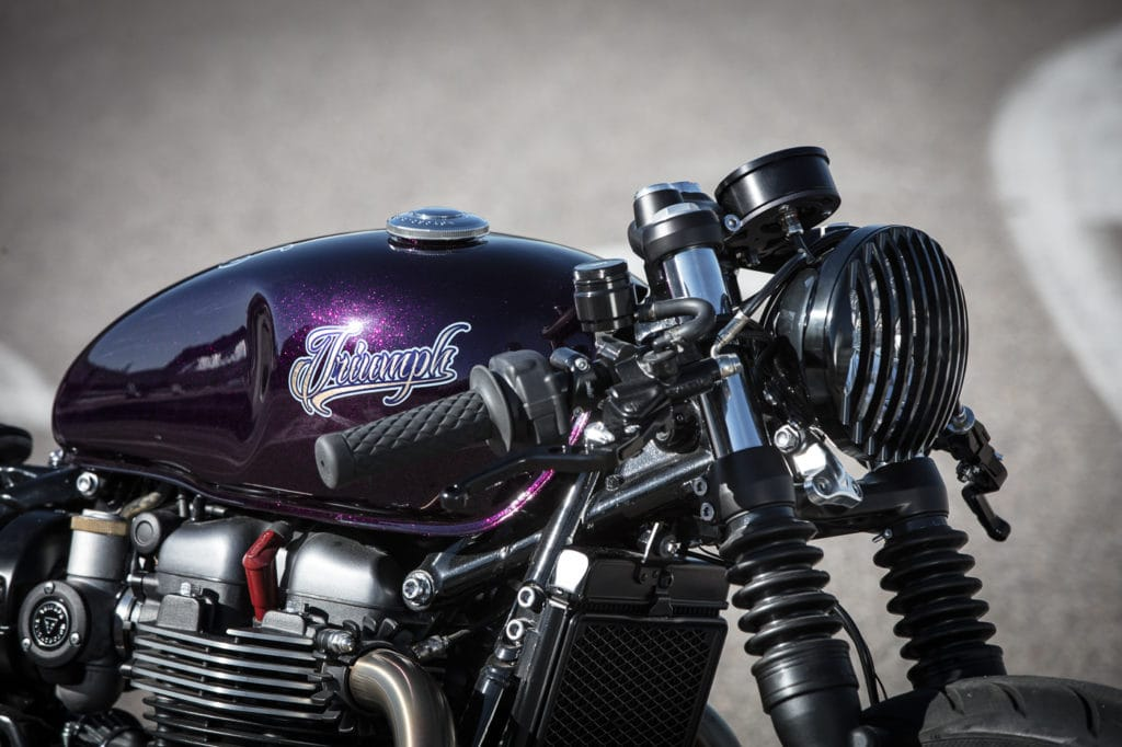 triumph-bobber-hold-on-go-fast-10-of-22