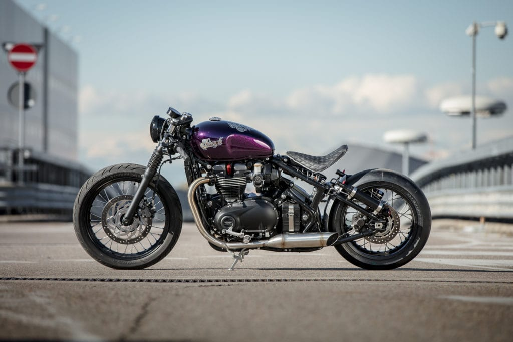 triumph-bobber-hold-on-go-fast-13-of-22